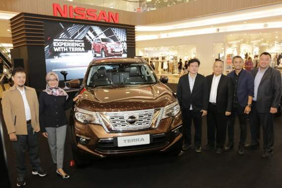 Intelligent Rear View Mirror di New Nissan Terra